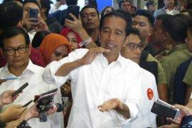 """Dituduh pemilu curang, Jokowi: """"Laporkan dong, jangan curang-cureng"""""""
