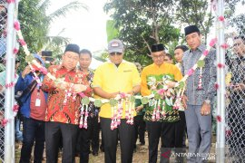 Governor and regent officiate three public facilities in Paramasan