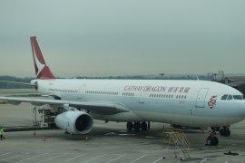 Asap mengepul di mesin, Pesawat Cathay Dragon mendarat darurat