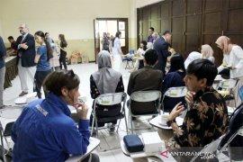 Mahasiswa asing belajar beternak di IPB