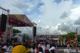 "Slank menghibur ribuan penonton ""Konser Jempolan Indonesia Maju"""