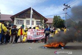 Ratusan mahasiswa di Meulaboh demo tolak PT EMM