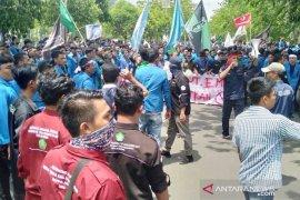 Ribuan mahasiswa kembali datangi Kantor Gubernur Aceh