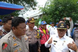 Jalan dibongkar untuk kurangi banjir Sungai Cimanuk Indramayu
