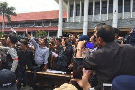 Gubernur Aceh tandatangani petisi pencabutan Izin  EMM