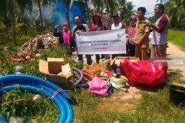 BRG dan Kemitraan Partnership berikan bantuan alat pemadam kebakaran