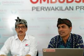 Ombudsman Bali: masih ada pengawas UN bawa ponsel