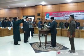 Bupati Belitung lantik MZ Hendra Caya sebagai Sekda baru