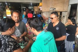 DLHK Denpasar sosialisasikan pengurangan kantong plastik pada pasar rakyat
