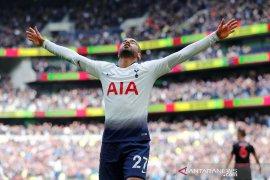"Lucas Moura ""on fire"", Spurs gilas Huddersfield 4-0"