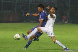 Hempaskan Persebaya Arema FC kembali juarai  Piala Presiden