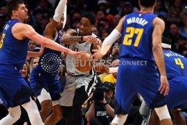 DeMar DeRozan pimpin Spurs bungkam Nuggets 1-0