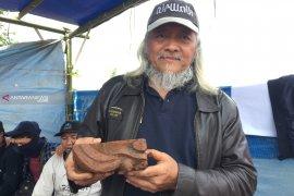 Serpihan bata berhias ditemukan di situs kuno tol Pandaan-Malang