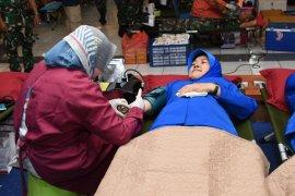 Peringati Hardikal, 947 prajurit, PNS dan Jalasenastri Kodiklatal donor darah