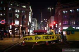 Kepolisian Inggris tangkap 113 aktivis lingkungan