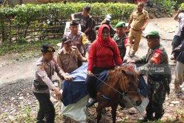 Berkuda menembus hutan Meru Betiri untuk distribusikan logistik pemilu