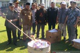 KIP Aceh Jaya musnahkan ribuan surat suara rusak