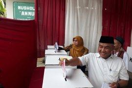 Ondel-ondel sambut Wali Kota Depok saat hadir ke TPS