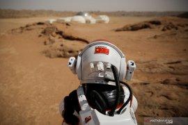 """China meluncurkan """"Tianwen-1"""", nama misi eksplorasi  Mars pertamanya"""