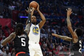 Warriors pegang keunggulan 3-1 usai menang lagi di markas Los Angeles