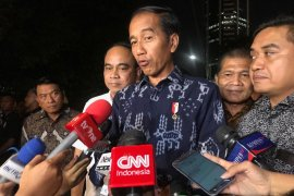 Jokowi: petugas KPPS yang meninggal adalah pejuang demokrasi