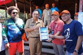 KKP bersama XL Axiata bersihkan Pantai Mertasari serangkaian Hari Bumi
