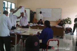 Penghitungan suara Kecamatan Penajam hingga dini hari