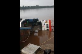 Penyeberangan Sunyat - Sungai Asam Sekadau gunakan ponton