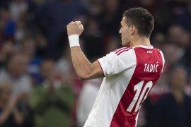 Ajax libas Vitesse 4-2