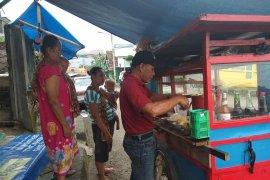Pedagang  berharap presiden terpilih harga sembako murah
