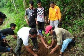 Relawan ProBumi  mengajak warga kurangi penggunaan plastik
