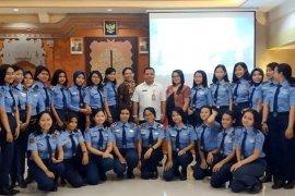 SMK Penerbangan Cakra Nusantara kunjungi Humas dan Protokol Denpasar