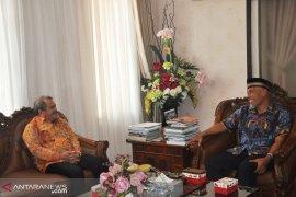 Gunungsitoli-Padang  tingkatkan kerja sama perdagangan