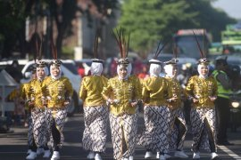 Kediri gelar gerak jalan kreasi peringati Hari Kartini