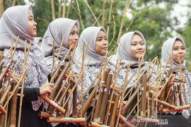 Festival bambu kreatif