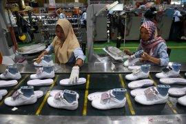 COVID-19 pengaruhi produksi sepatu untuk Lebaran 2010