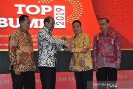 Sutarmidji raih penghargaan Top BUMD 2019
