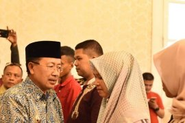 Pemkab Cianjur beri satunan pada ahli waris petugas KPPS
