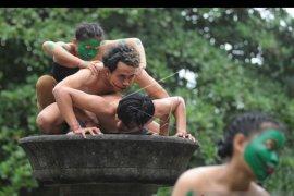 Mahasiswa Denpasar pentaskan koreografi peringati Hari Tari Sedunia