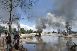 Tim gabungan bakar ratusan alat penambang timah ilegal