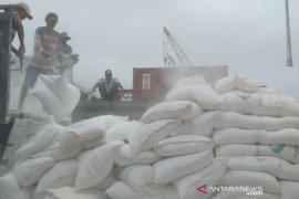 TKBM Pelabuhan Tanjung Pandan tetap bekerja di Hari Buruh