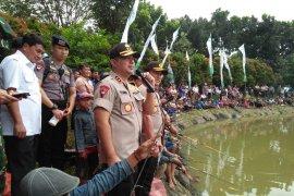 Kapolda Banten mengapresiasi ribuan buruh gelar lomba mancing ikan
