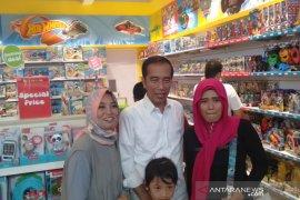 Jokowi ajak keluarga ke mal pada Hari Buruh