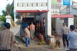 Pangkalan gas meledak di Tanjungbalai, satu karyawan luka serius