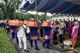 """Warga """"Serambi Mekkah"""" gelar tradisi """"nganggung"""" rayakan Idul Fitri"""
