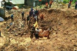 Dua korban tertimbun longsor di Kotabaru  ditemukan