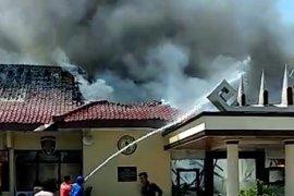 Akibat kebakaran, 53 tahanan Polres Lampung Selatan dipindahkan ke Lapas Kalianda