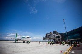 Mulai 24 April semua penerbangan komersial dilarang, kecuali logistik