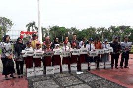 PT Conch serahkan beasiswa pendidikan  siswa Tabalong