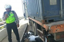 Aksi heroik polisi relakan motor dinasnya cegah kecelakaan lalu lintas